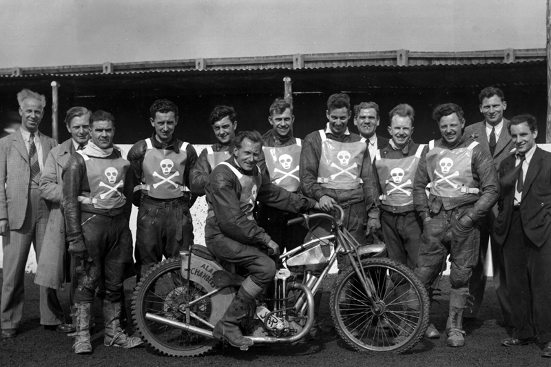 The 1948 Poole Pirates team shot.